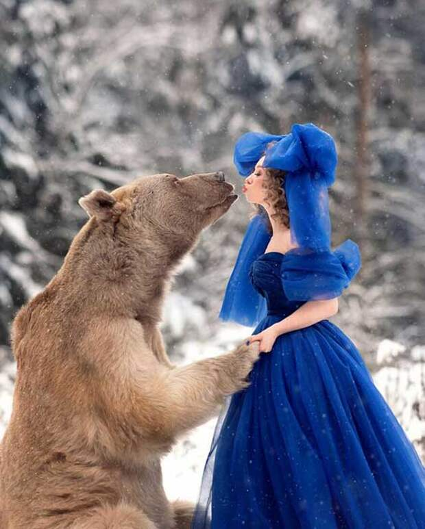 Это медведь Степан, всеобщий любимец, которого спасли из зоопарка, где он находился в ужасных условиях.