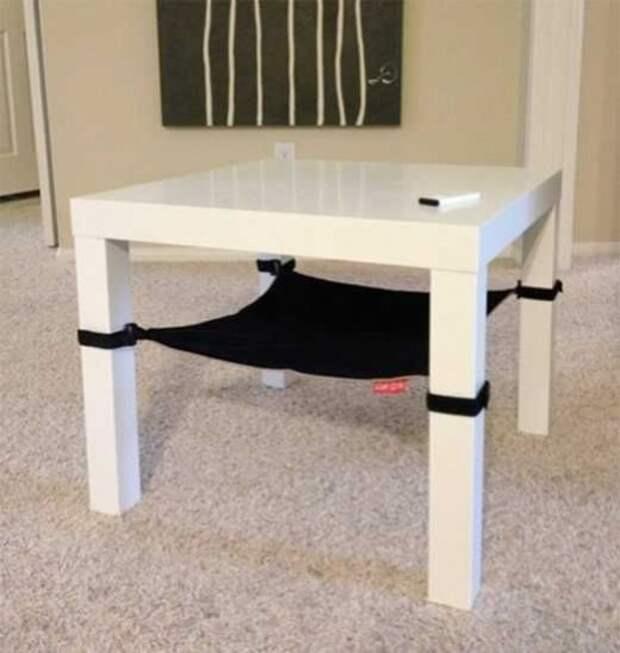 Гамак под стулом для кота