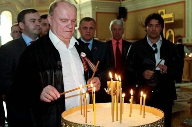 Зюганов в храме со свечкой