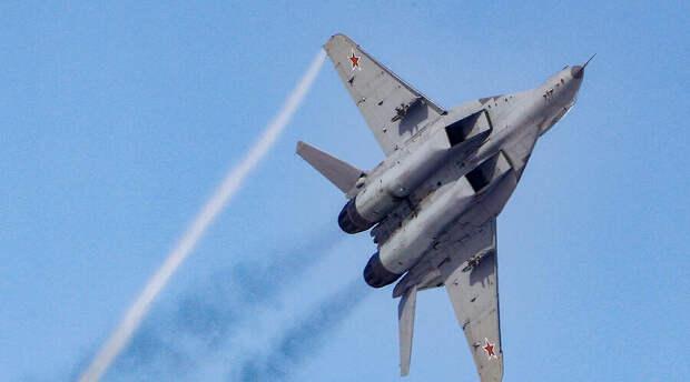 Российские истребители МиГ-31БМ «ушли» от атаки противника над Тихим океаном