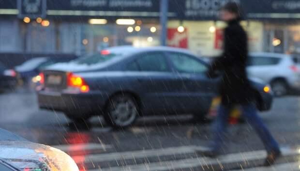 Подмосковных водителей попросили быть внимательнее из‑за снега в ночь на понедельник