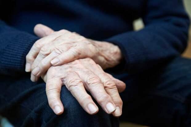 «Я не могу дождаться, чтобы выйти за него замуж»: противоречивая история любви 33-летней женщины и 73-летнего мужчины