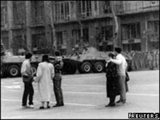 Советские танки в Тбилиси в апреле 1989 г.