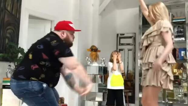 «Пристроил свою навремя!» Плющенко нашел себе замену— сего женой станцевал Пухляш изклипа Little Big: видео