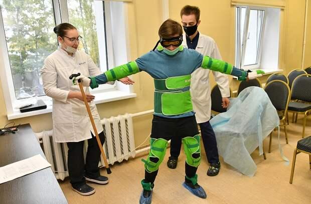 Журналист «ЗБ» примерил «костюм пожилого человека» в центре на 1-й улице Леонова