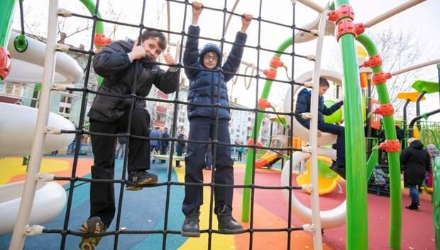 Состояние 645 детских площадок проверили в Подмосковье