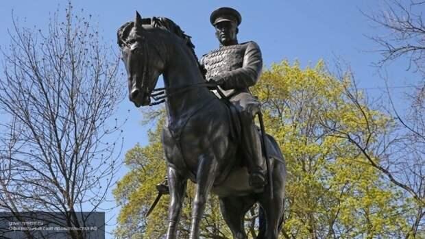 Вандалы на западе Польши обезглавили статую советского маршала Рокоссовского