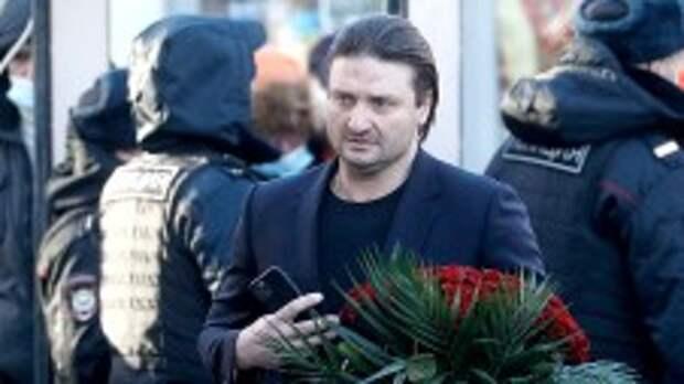 Мрачный Киркоров произнес душераздирающие слова на похоронах Джигарханяна