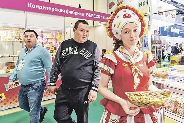 Большинство мигрантов в России - русские: Как так вышло и от чего они бегут