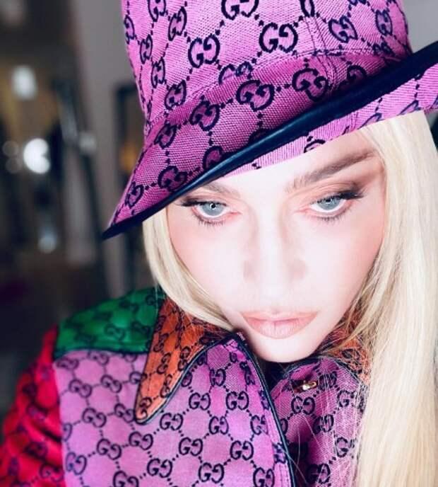 Мини-шорты и колготки в сетку: Мадонна в провокационном образе на премьере своего фильма Madame X