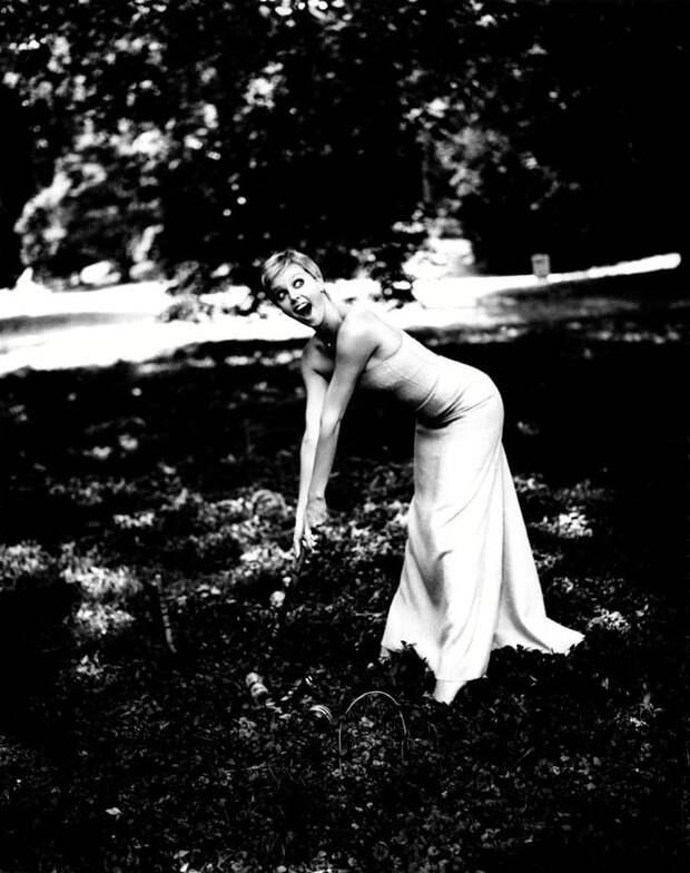 Шарлиз Терон (Charlize Theron) в фотосессии Эллен фон Унверт (Ellen von Unwerth) (1998), фото 6