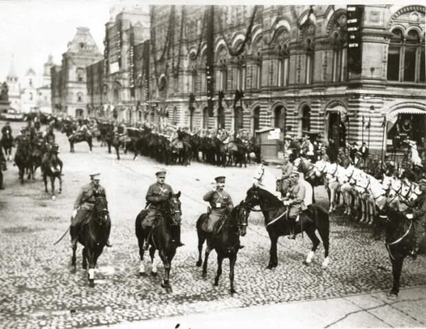 От солдата до маршала: фотографии из личного архива Климента Ворошилова