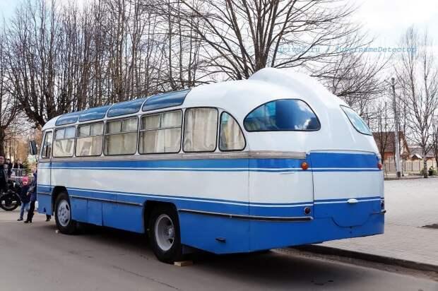 В заднем свесе можно заметить, как элегантно выведен выхлоп сквозь юбку ЛАЗ, авто, автобус, автомир, гагарин, космодром, лаз-695б, юрий гагарин
