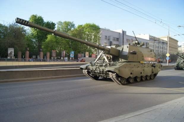 В центр Москвы вышла новейшая военная техника