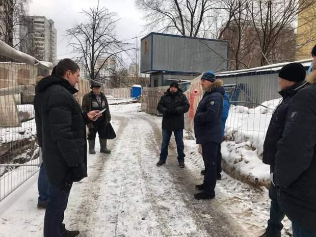 Житель района попросил установить дорожные ограждения в Ясном проезде