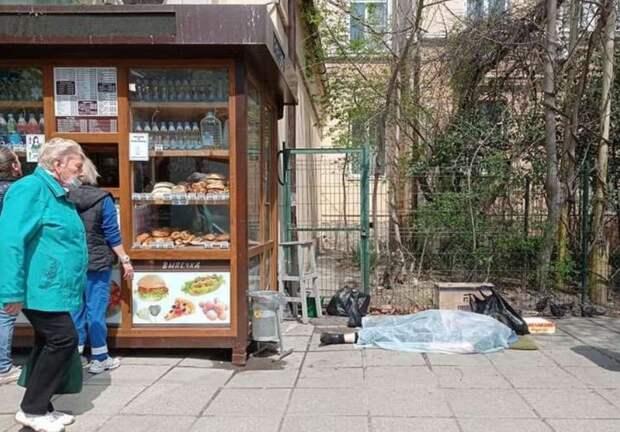 В Ялте во время продажи цветов умерла пожилая женщина