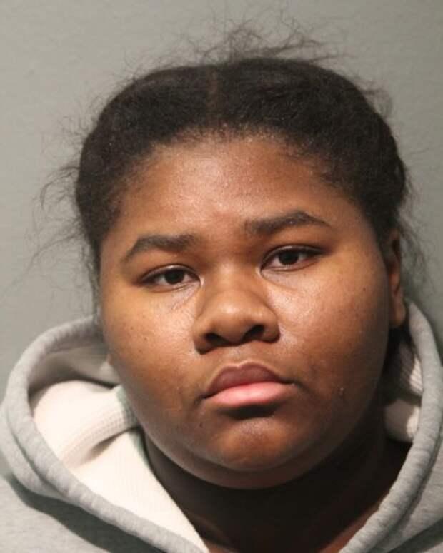 В Чикаго клиентка ударила охранника магазина ножом 27 раз за просьбу надеть маску