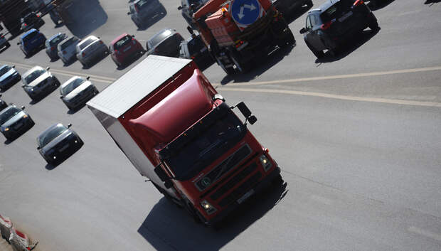 Водителям грузовиков напомнили о правилах оформления пропусков в Подмосковье