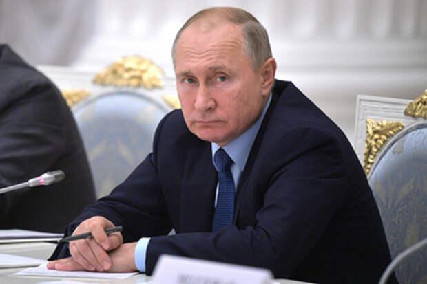 Путин наградил погибших при крушении Бе-200 военных орденом Мужества