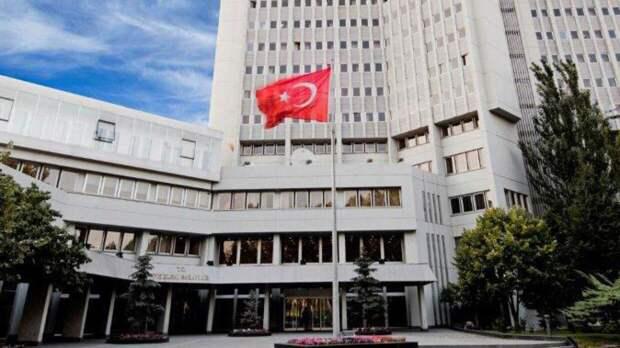 Глава турецкого МИД во время визита в Россию обсудит возобновление полетов
