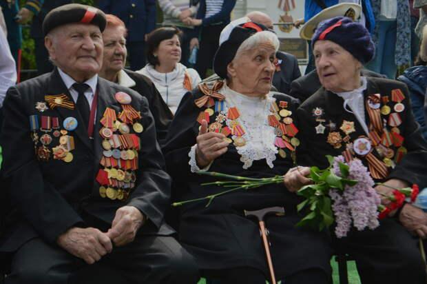 Чиновники разделят севастопольских ветеранов деньгами ко Дню Победы