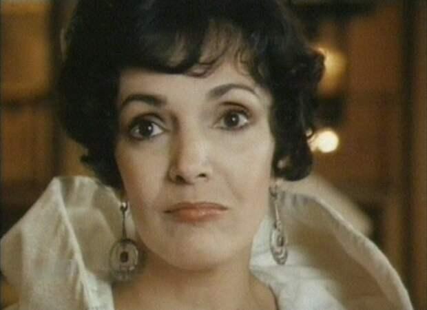 Эслинда Нуньес. Та самая жгучая брюнетка из фильма «Всадник без головы».