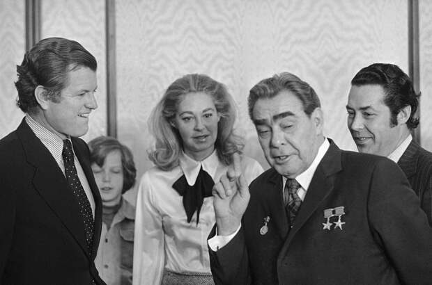 Л.И. Брежнев с американским сенатором Эдвардом Кеннеди в Кремле, фото из открытых источников