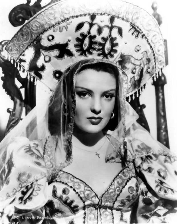 """Линда Дарнелл в фильме """"Летняя буря"""" 1944 года."""