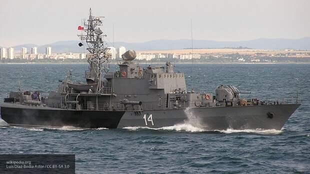 Российские военные одним сообщением развернули корвет НАТО от берегов Крыма