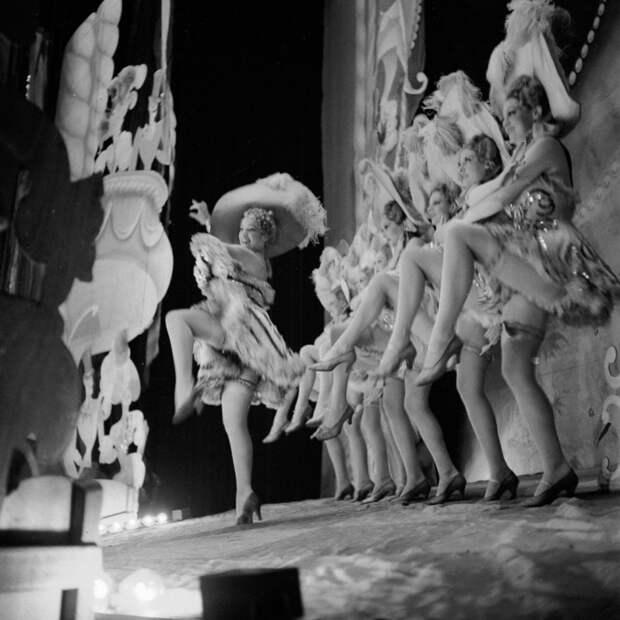 Яркие красотки блистающие на сцене. Shou Girls, или зрелищные постановки с полуобнажёнными девицами в кабаре «Фоли-Бержер», 1918 - 1937 гг.