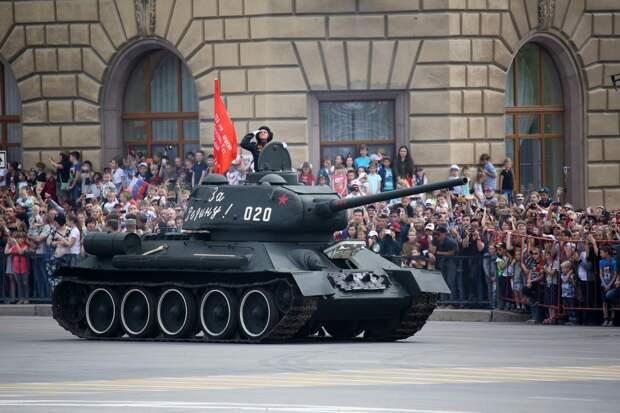 Парад Победы в Волгограде в этом году вживую смогут увидеть только привитые зрители