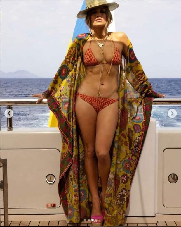 Jennifer Lopez - Дженнифер Лопес отпраздновала 52-летие