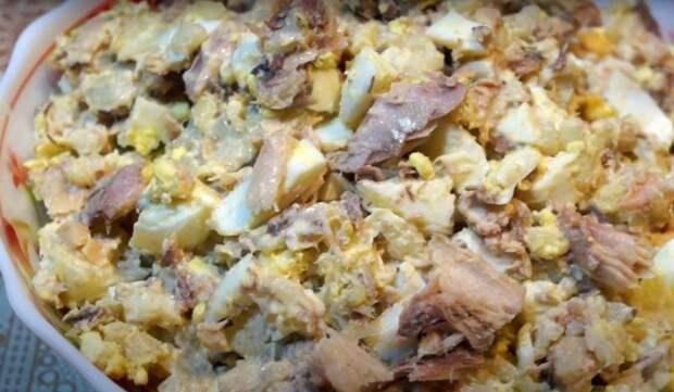 Салат с сайрой и яйцом
