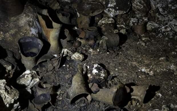 Найденные в пещере предметы пролежали там не меньше 1000 лет. /Фото: korrespondent.net