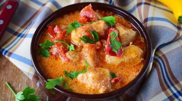 Рецепт вкусных куриных крылышек, тушенных в сметанном соусе