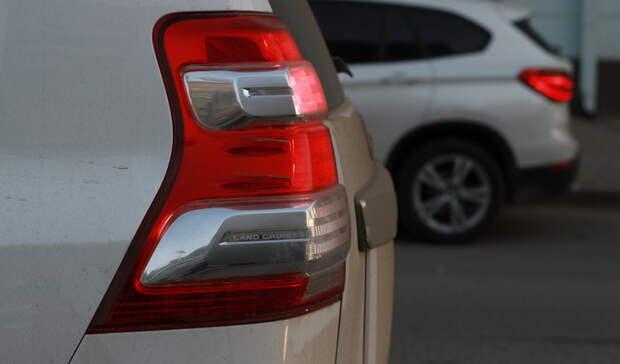 Нанелегальную платную парковку пожаловались жители двора вЕкатеринбурге