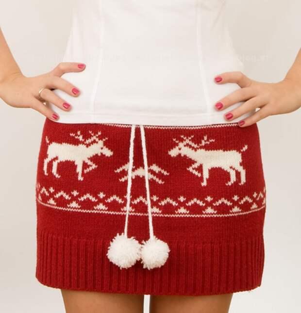Стильная мини-юбка из старого свитера.