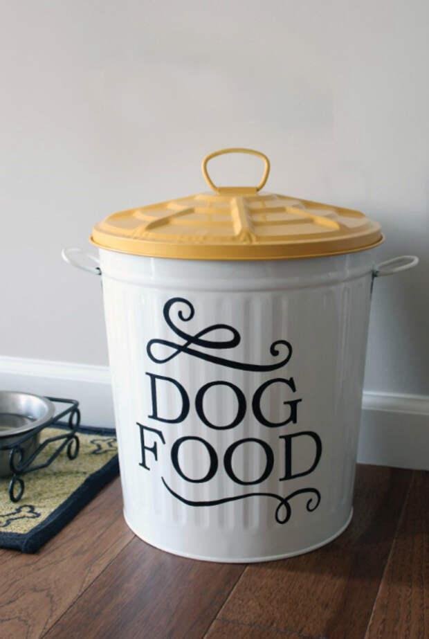 Специальный контейнер для корма.