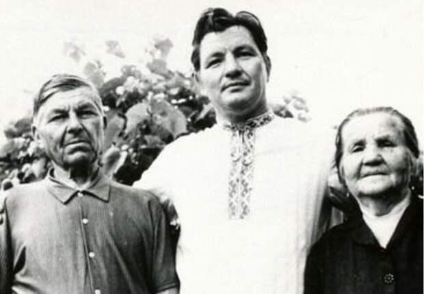 Алексей Ванин с родителями