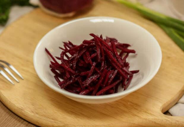 Шикарная закуска из свеклы: рецепт подсмотрели у корейца