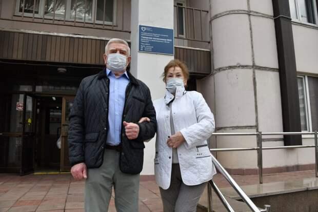 Пенсионеры из Выхина-Жулебина привились от COVID и собираются в Крым