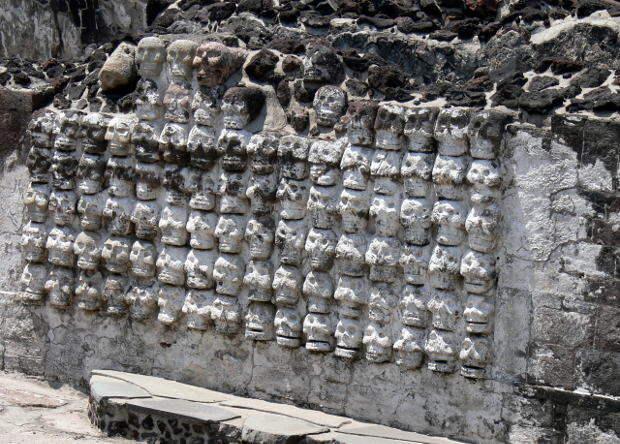 В Мехико нашли ацтекскую «башню из черепов»