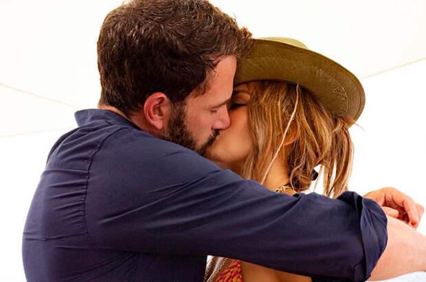 Дженнифер Лопес подтвердила воссоединение с Бен Аффлеком — певица опубликовала в инстаграме первое совместное фото
