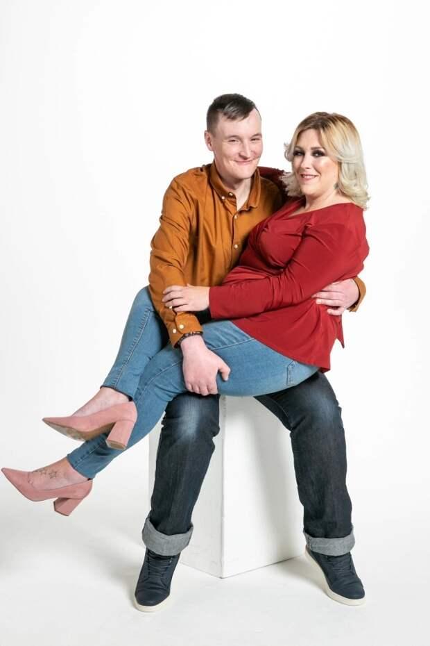 История любви страгическим финалом: умерла 37-летняя британка, которая вышла замуж забомжа