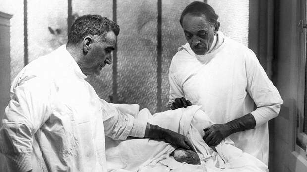 7 фактов о враче Сергее Воронове, который пришивал мужчинам обезьяньи яички для омоложения