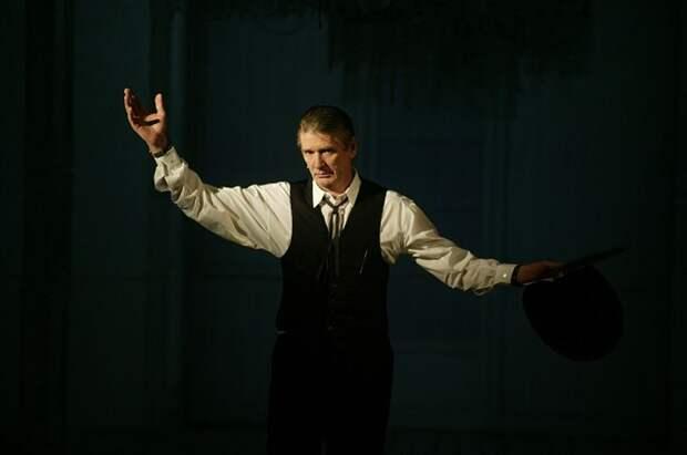 Александр завораживал, гипнотизировал зрителей со сцены