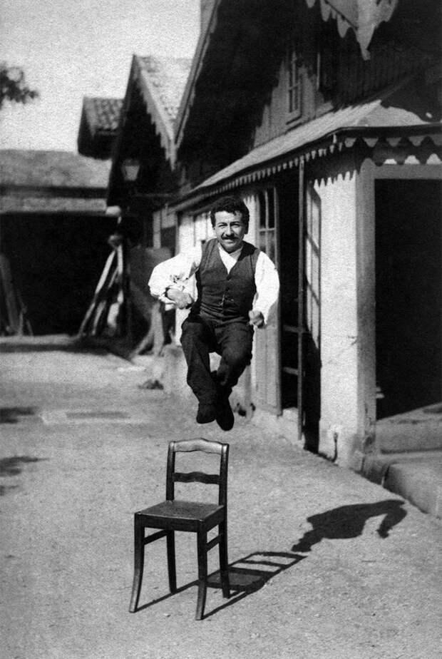 Огюст Люмьер в прыжке, 1888 год. <br>