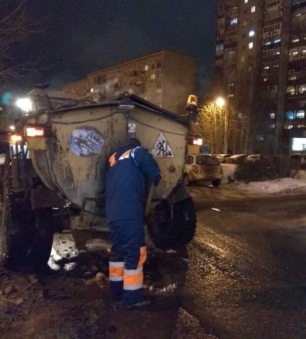 Из-за оттепели на дорогах Ижевска стали появляться ямы