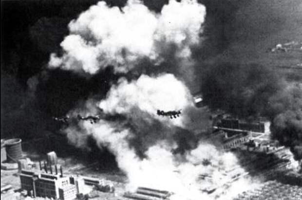 23 августа 1942 г.: массированный налет немецкой авиации на Сталинград. Город уничтожен