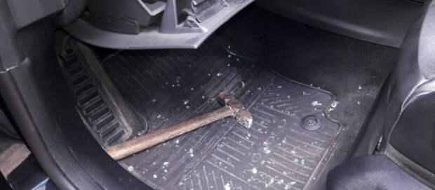 На Украине в автомобиль крымчанина бросили гранату